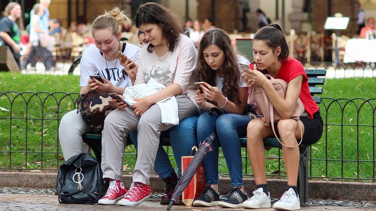 jovenes y era digital
